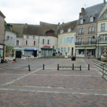 Place centrale d'Illiers-Combray