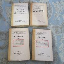 Quatre tomes de la correspondance de Proust (Kolb éd.), gracieusement offerts par une écrivaine française venue assister à la conférence que j'ai donné le 3 octobre à Valcourt : « Proust, ce soleil noir ».